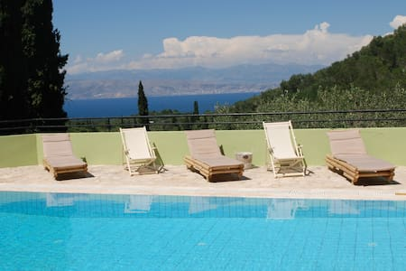A picturesque villa for up to 6 people with a pool - Kassiopi - Villa