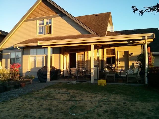 2 storey home over looking a park.