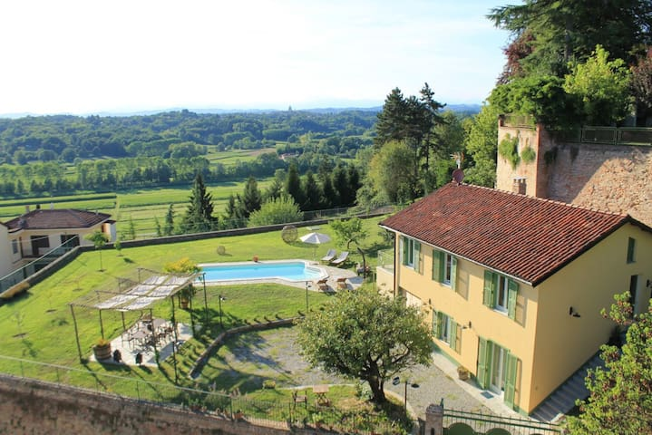 Monferrato. country house for 8 people.