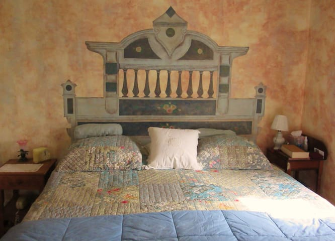 King Bedroom in Charming Farmhouse! - Wellesley