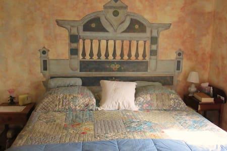 King Bedroom in Charming Farmhouse! - Wellesley - Aamiaismajoitus