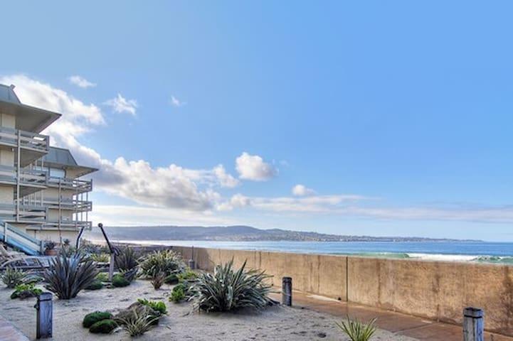 Beachfront 2 Bed Partial Ocean View-Monterey Tides