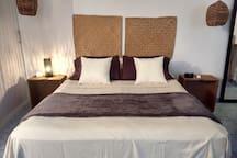 Recamara independiente con baño privado, cama matrimonial y Aire acondicionado
