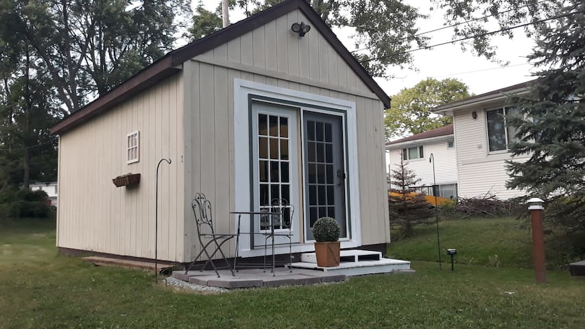 Country Paradise in the City! Tiny Home Remodeled