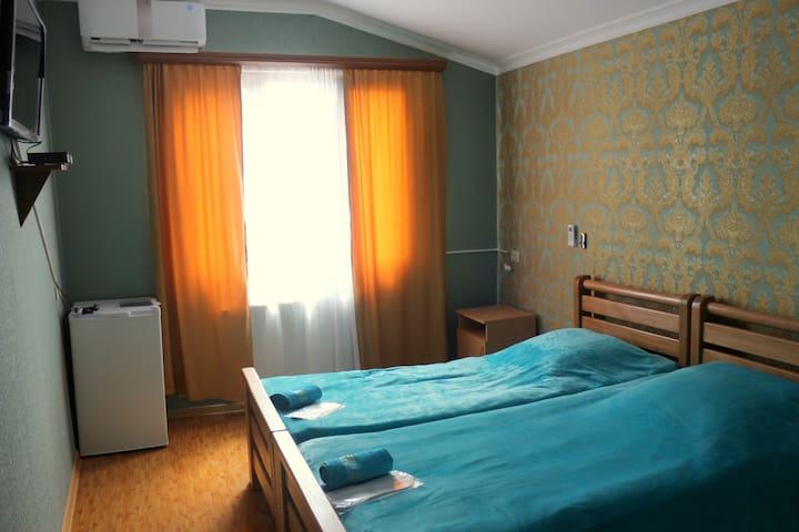 Privet room, Koba guesthouse, 1 - Borjomi - Şato