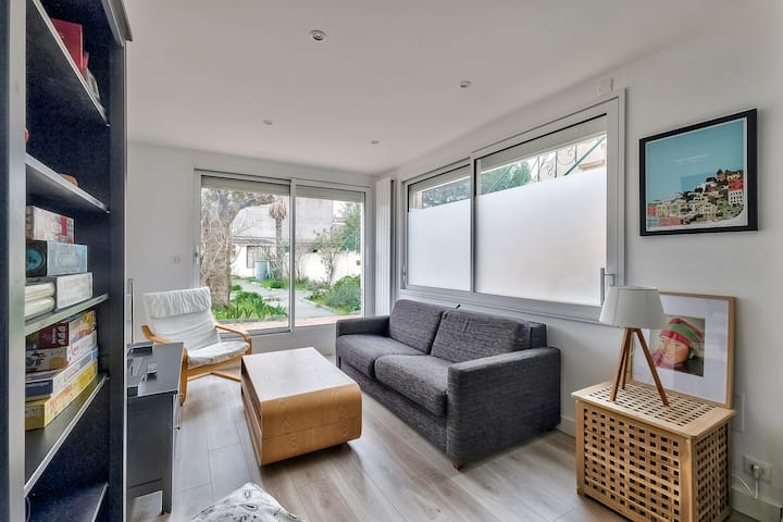 PRO AGENCY - Beautiful T2 with garden and terrace