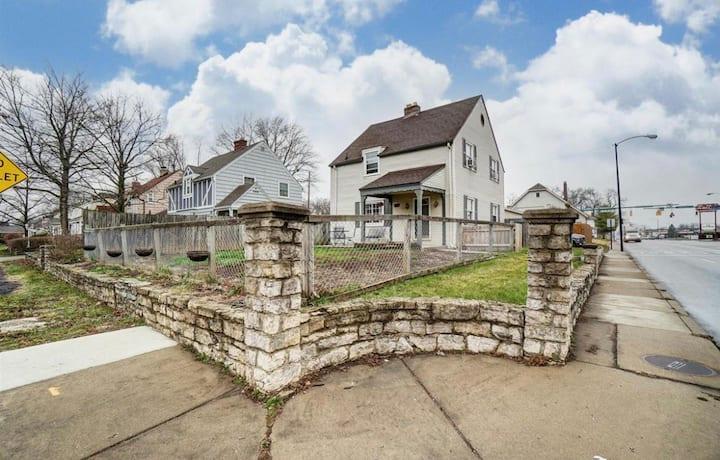 Springfield Heart of Ridgewood Home