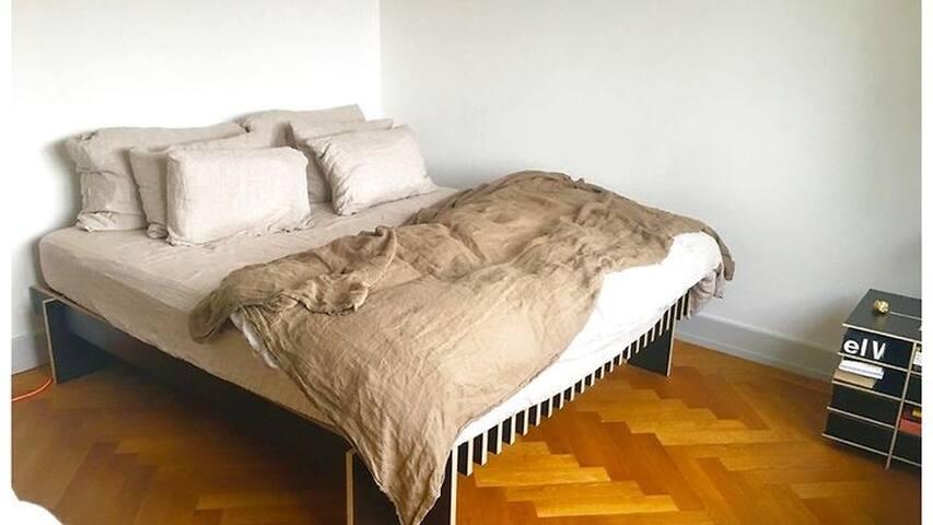 chambre privée avec douche individuelle pour vous.