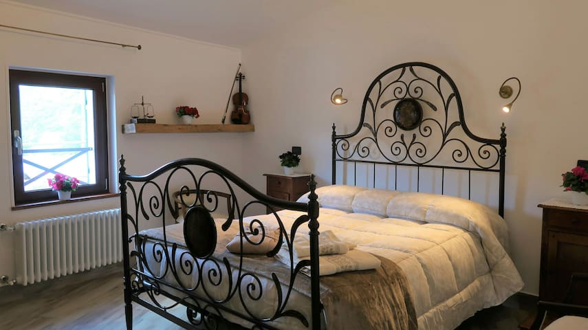 B&B Dalu '. A queen bed to dream