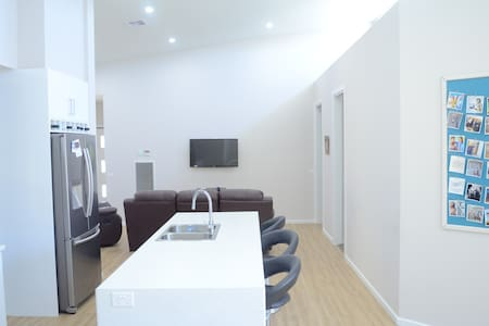 Two beds in modern house *free wifi - North Bendigo - Dom