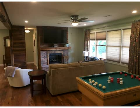 PIGEON RIVER CABIN 3  NEWLY RENOVATED ON 5 ACRES
