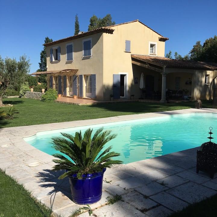 Jolie bastide 220 m2 à 10 mn d'Aix en Provence