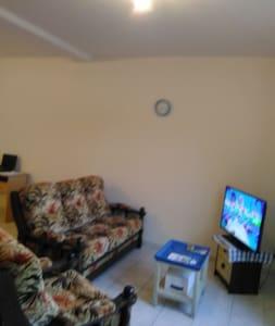 Maison et chambre de 30m². - Le Teilleul
