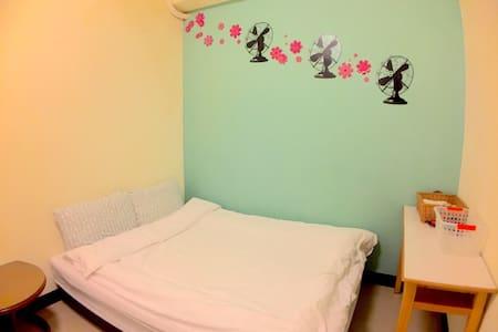 金山市區。 2人-4人的住宿空間(2人出遊1人1床的最佳選擇) - Jinshan District - Leilighet