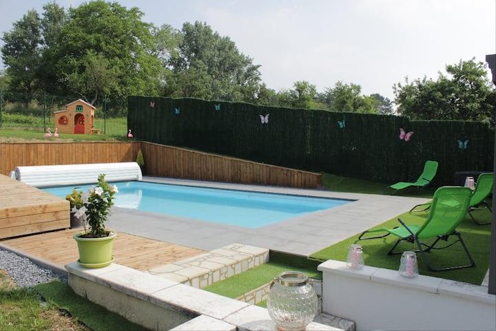 Grande et agréable maison avec piscine ( 250m2 )
