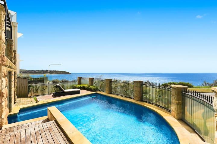 Freshwater Ocean Front Beach House. Pool/Spa/Steam