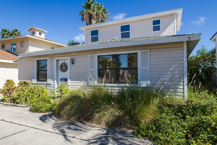 WATERFRONT PRIVATE HOME++PETS OK**BEACH ACROSS ST
