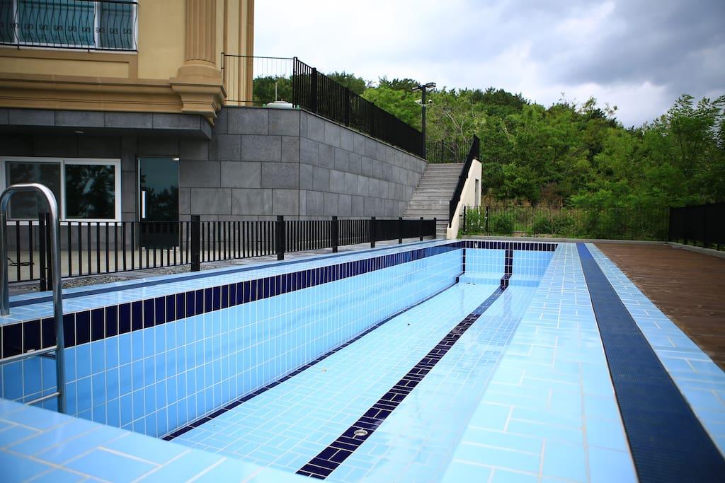 20미터 수영이 가능한 성인 수영장
