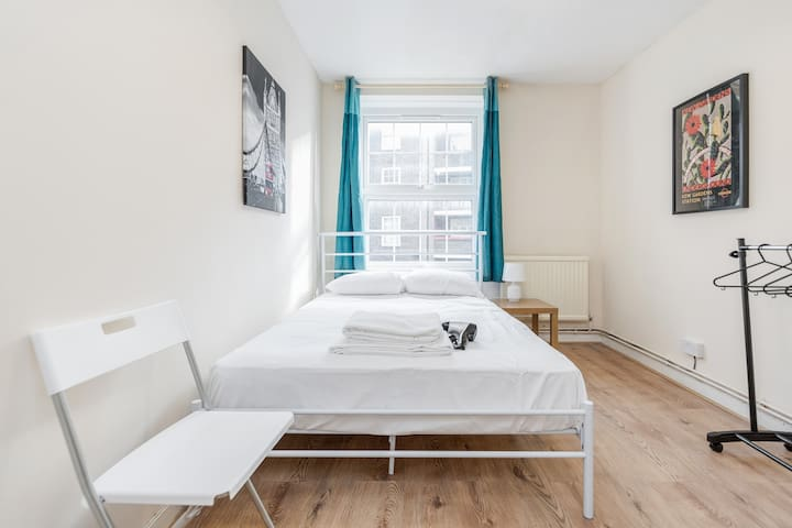 Zone 1 - Stay in Central London (TRA2)