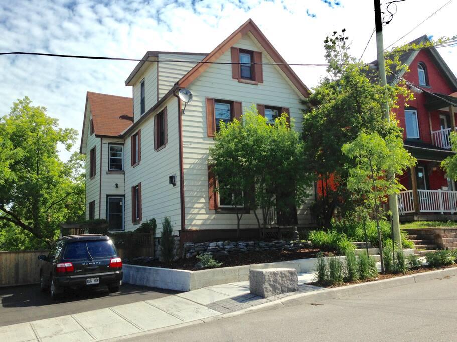maison centenaire 2 pas d 39 ottawa casas en alquiler en gatineau qu bec canad. Black Bedroom Furniture Sets. Home Design Ideas