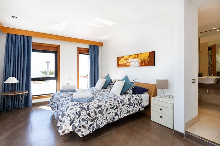 Master Bedroom, Main Villa
