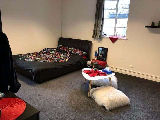 Large double room in shared accommodation