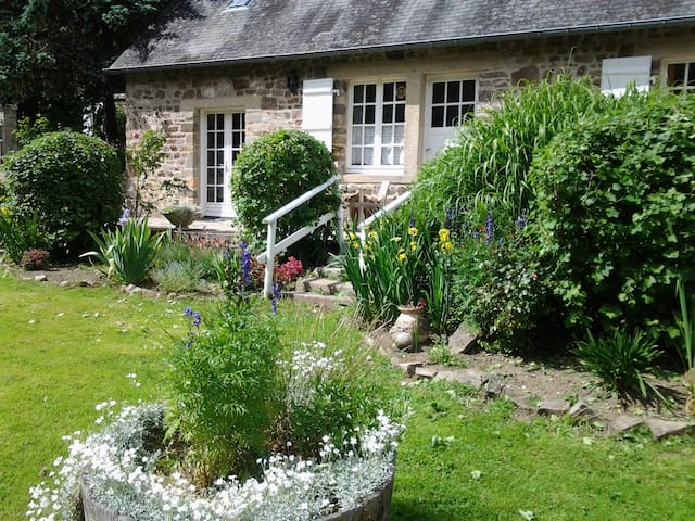 2 bed riverside cottage in Normandy - Campeaux