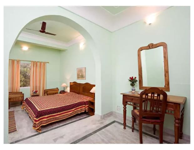 Chirmi Palace ( Chomu House) BR2 Doublebed