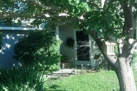 Country home retreat- 5 min from the TRUCKEE RIVER - Fernley - Hús