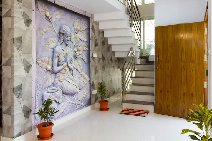 Entrance - Welcome to Extended Executive Stay