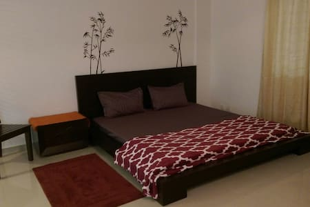 Entire home with 2 spacious rooms. - Bangalore - Appartement
