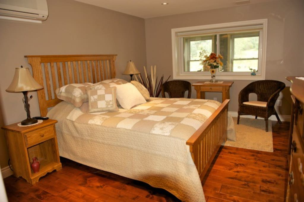 Tranquility Room - Queen Bed