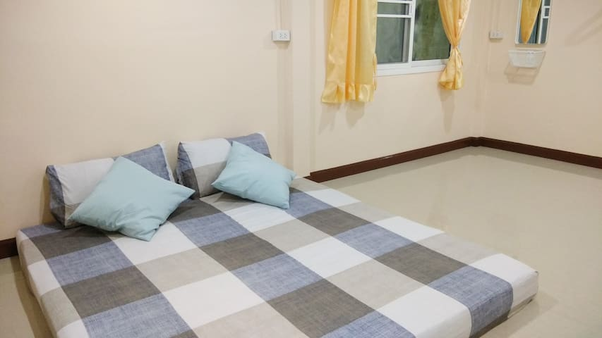 Rama3-BRT/ Clean Private Room/ FREE wifi/ Friendly