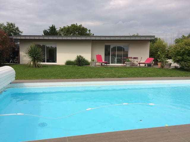Small house with shared swiming pool - Vertou - House