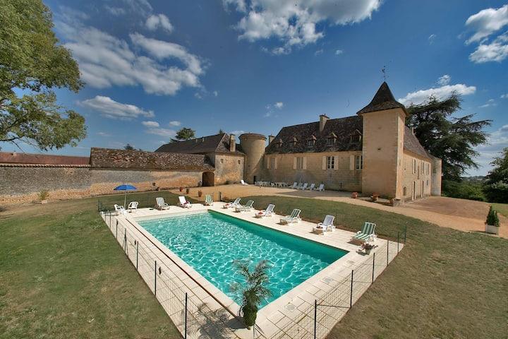Stunning 5 bedroom Villa in Lalinde (Q7514)