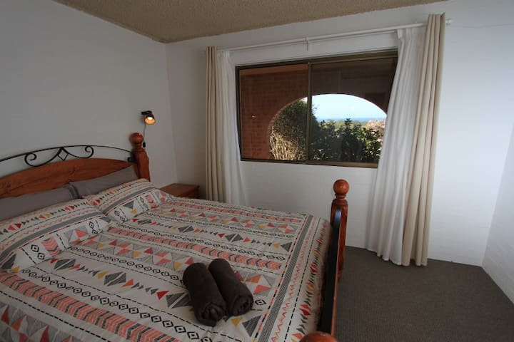 Hi on the Hill - ocean view, 2 brm self contained - Port Macquarie - Hus