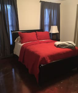 Chateau Dames Suite bedroom - Kennesaw - Haus