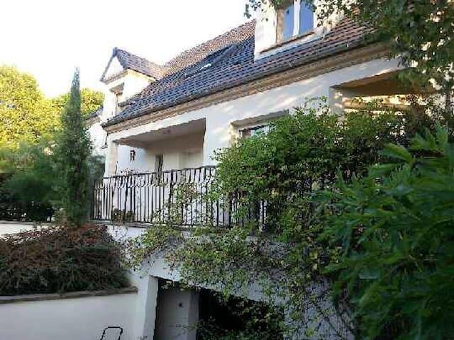 Un lieu bucolique proche de Paris - Lagny-sur-Marne - Dům