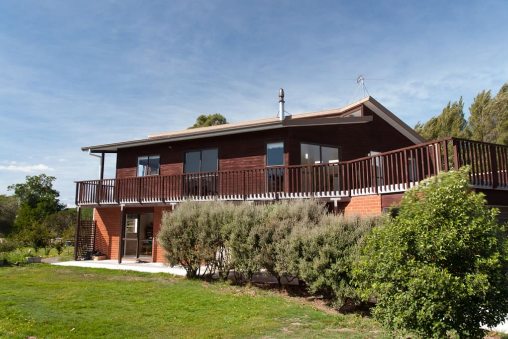 Summer retreat retreat breakfast houses for rent in rolleston canterbury new zealand - Large summer houses energizing retreat ...