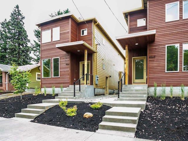 New Modern Apartment near Alberta