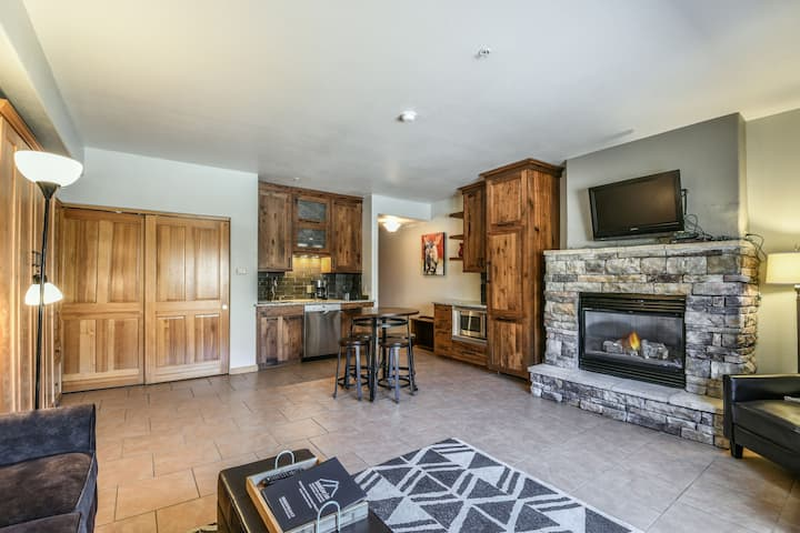 Completely Remodeled, Fireplace, Parking included!  Gateway Lodge 5090
