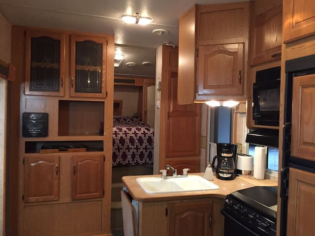 Countryside Luxury 28ft 5th Wheel - Squamish - Camper