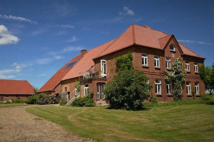 Der Schwalbenhof, großzügige Wohnung in der Natur