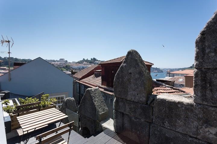 Seventyset Flats - Mezzanine and Terrace
