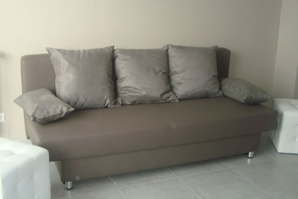 canapé convertible pour 2 personnes (sofa-bed for 2)