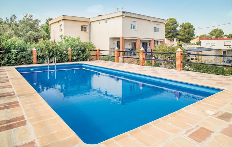 Holiday cottage with 4 bedrooms on 100 m² in Vilamarxant