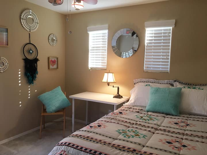 Cozy bedroom with walk-in closet in Gilbert