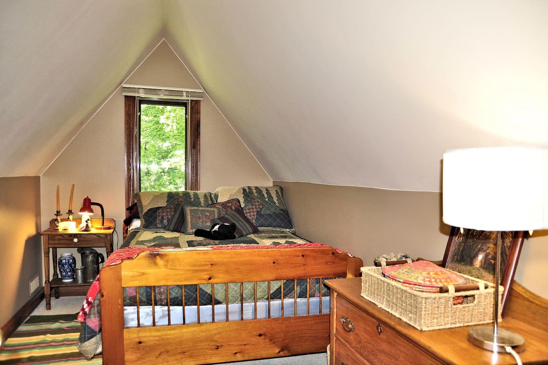 Economy Double Bedroom with antiques