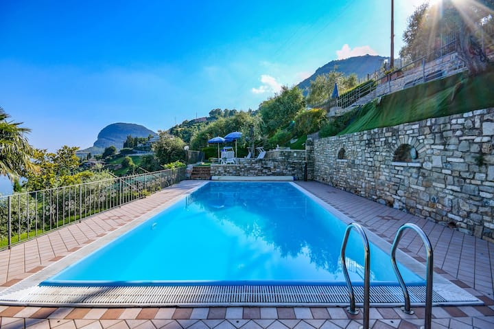 With a panoramic view and pool – Apartment Elka 7