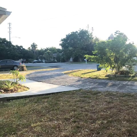 6805#2 5 mins to beach 2 bedroom pets welcomed